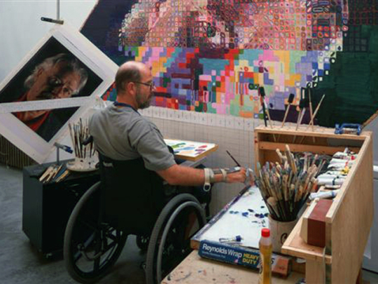Chuck_Close_Working_on_John,_1992,_Photo_by_Bill_Jacobson._©_Chuck_Close,_courtesy_The_Pace_Gallery_540x405