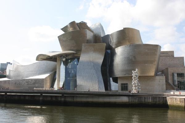 Guggenheim_Museum,_Bilbao,_July_2010_(06)