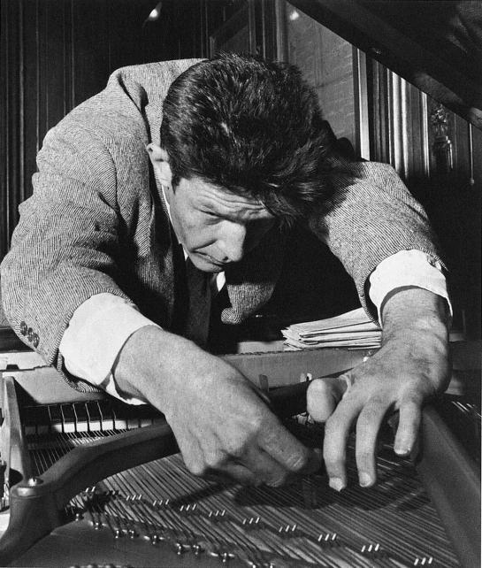 John-Cage-Prepared-Pianosm