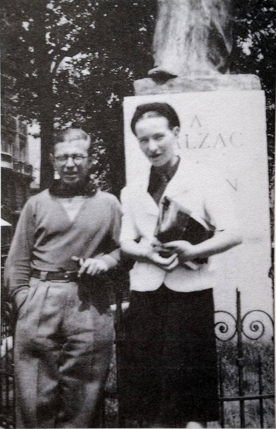 800px-Sartre_and_de_Beauvoir_at_Balzac_Memorial