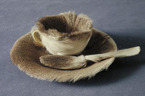 Meret Oppenheim, Object (Le Déjeuner en fourrure), 1936.