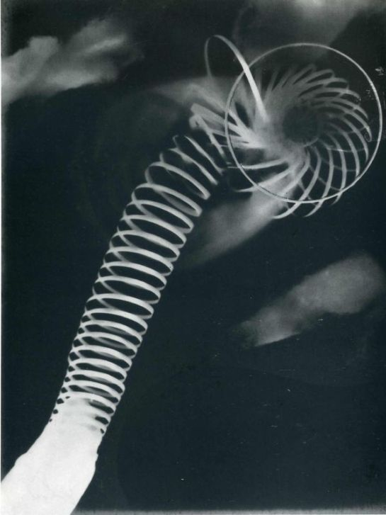 Man Ray, Rayograph, 1922.